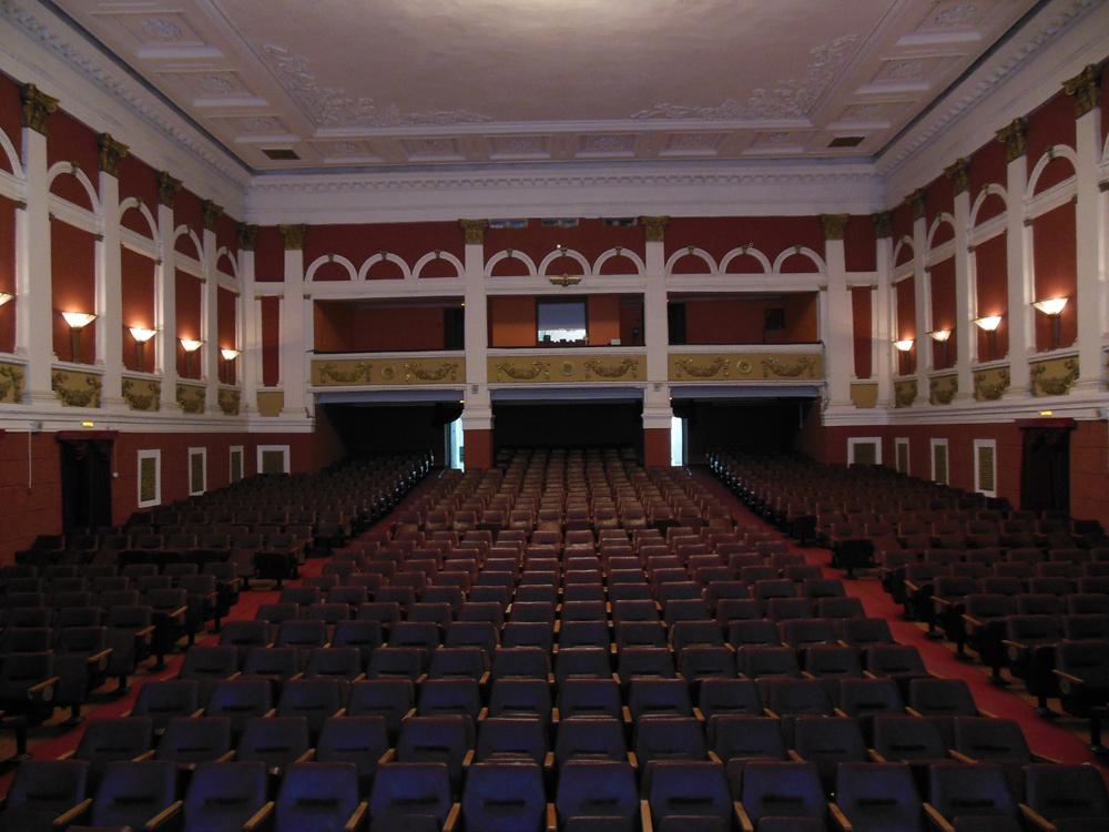 Зрительный зал на 630 мест
